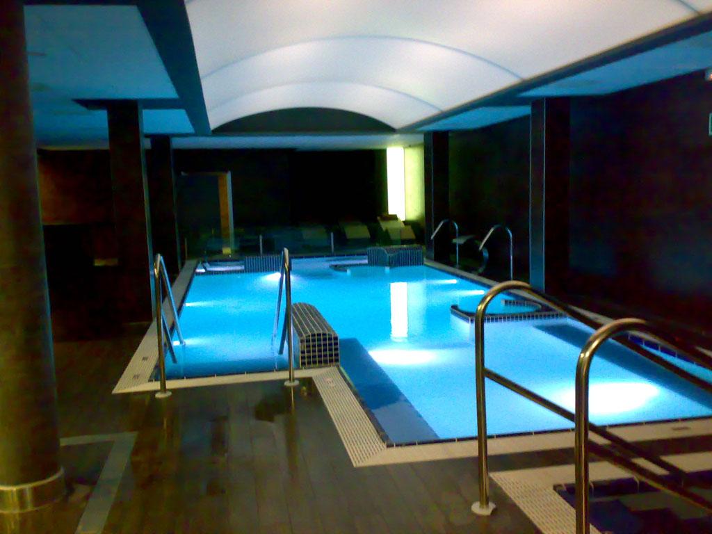 Techos para spas y piscinas ainsis for Techos para albercas
