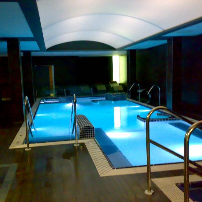 Techos para piscinas cubiertas techos para spas ainsis for Techos para albercas